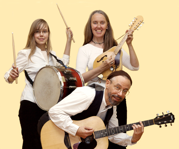 Photo of Jutta & the Hi-Dukes (tm) as a trio - From left to right: Zoï Doehrer playing percussion, Jutta Distler playing mandolin, Terran Doehrer playing guitar. Photo by Dan Tong. © 2010 Modal Music, Inc. (tm) All rights reserved.